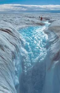 L'eau s'infiltre dans la calotte du Groenland à travers des moulins de ce type (Source : NASA-NSIDC)