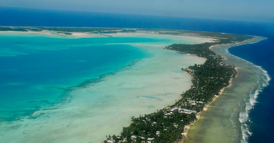 Sud de l'île Tarawa à Kiribati. Source : Gouvernement de Kiribati (via Wikipedia Creative Commons).